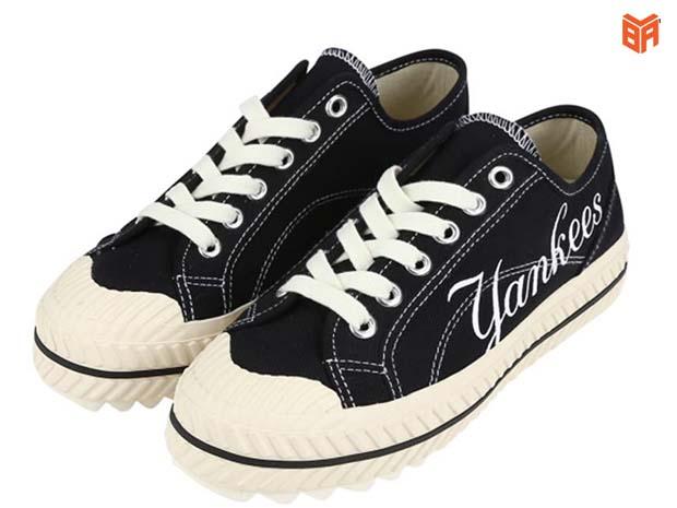 Đôi giày cổ thấp