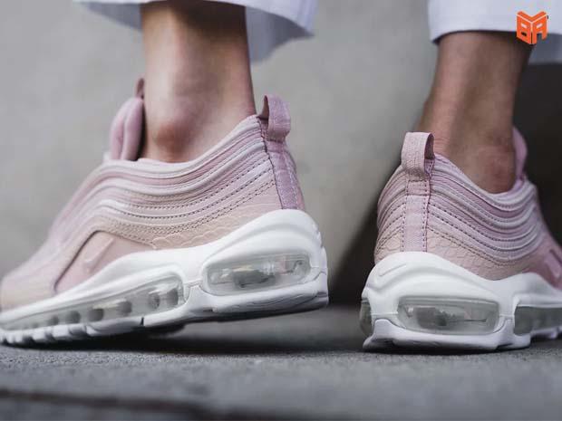 Giá tiền giày Nike real
